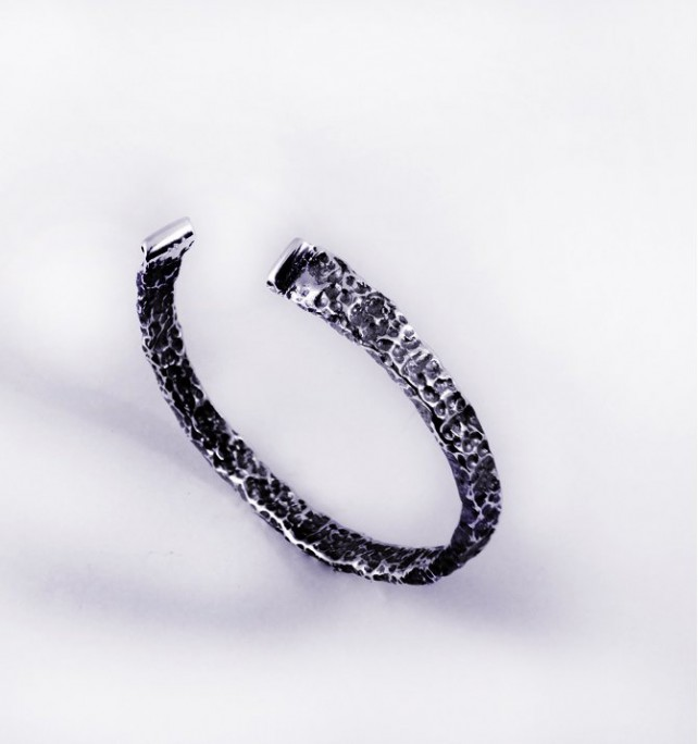 Gut bracelet